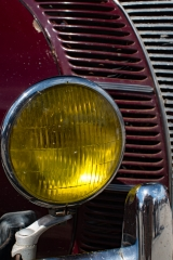 <h5>1940 Ford DeLuxe</h5>